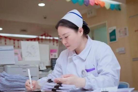 """不靠颜值,靠才华""""吃饭""""!护士小姐姐一年10件专利……"""