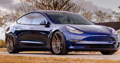阿迪达斯和特斯拉因Model 3标志陷入商标争执